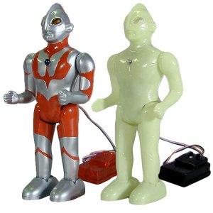 画像1: 電動歩行プラモデル「ウルトラマン」銀色&蓄光版セット